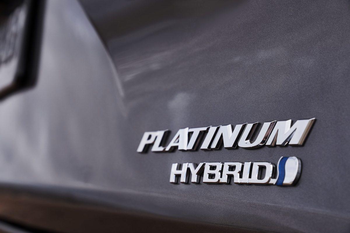 2021_Toyota_Sienna_Platinum_010-scaled.jpg