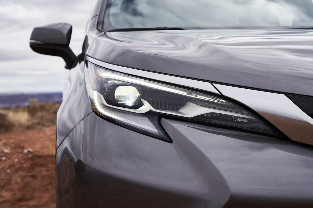 2021_Toyota_Sienna_Platinum_011-scaled.jpg
