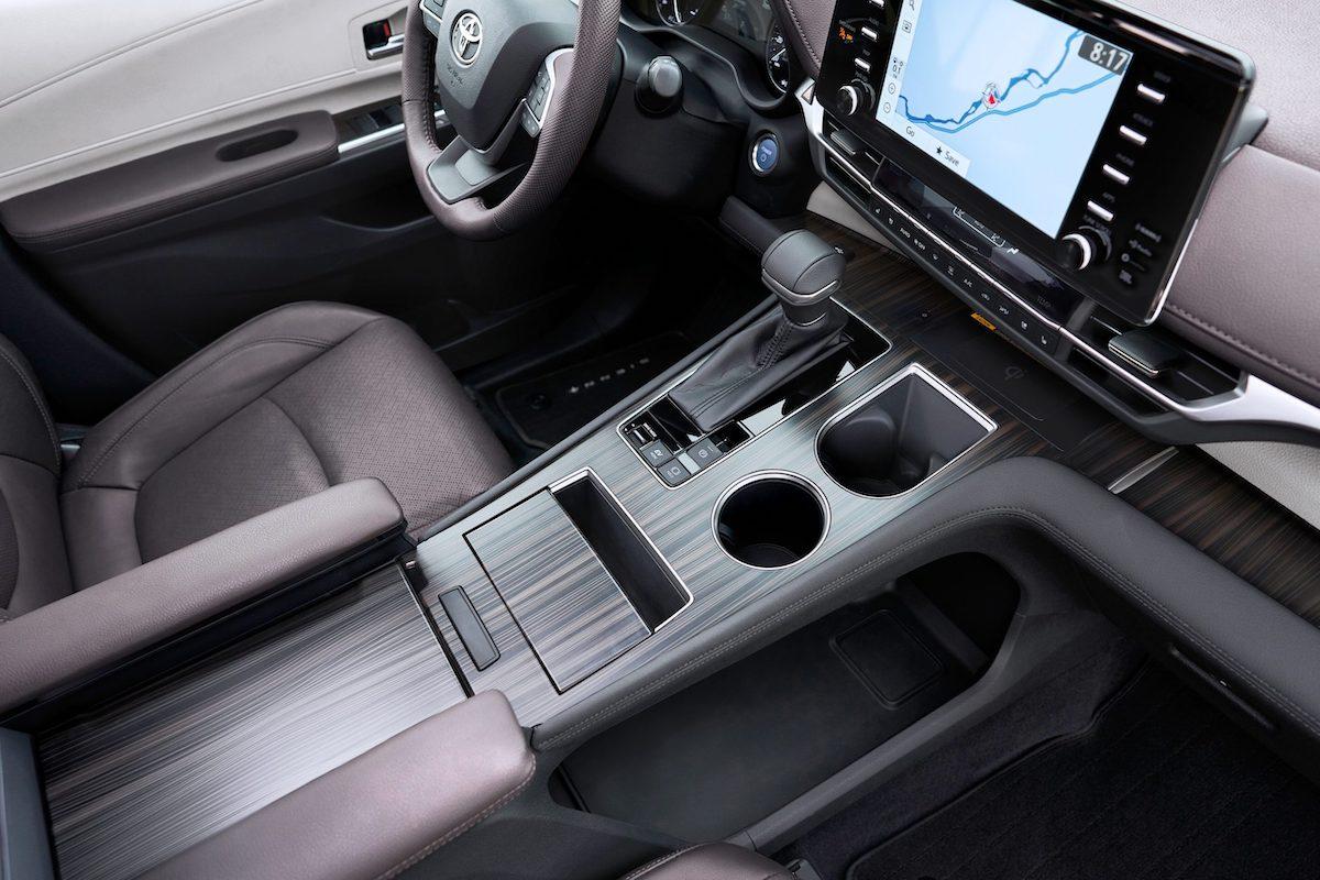 2021_Toyota_Sienna_Platinum_014-scaled.jpg