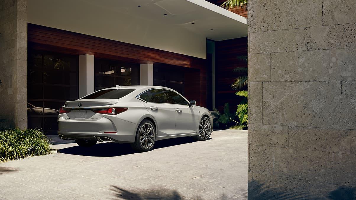 Lexus-ES-fsportshowninatomicsilver-gallery-overlay-1204x677-LEX-ESG-MY19-0057-01_M75.jpg