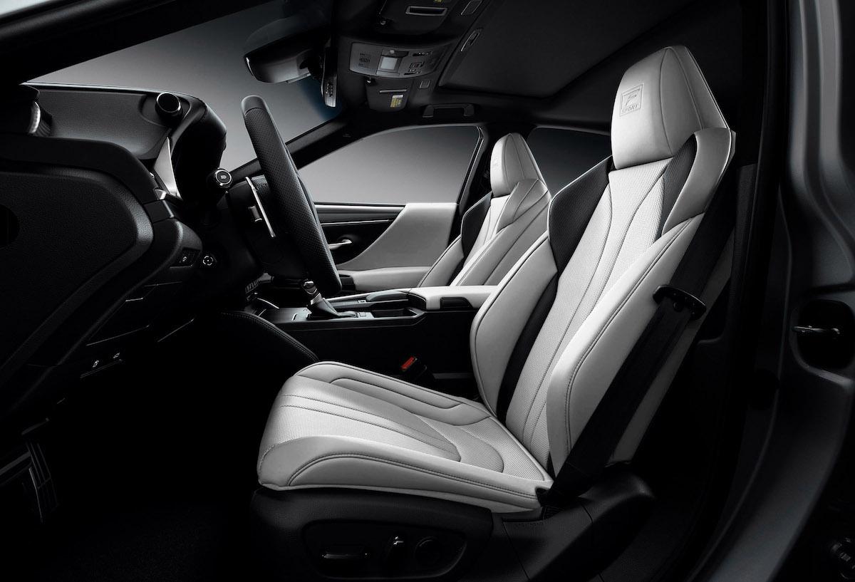 2021_Lexus_ES_Black_Line_SE_003.jpg
