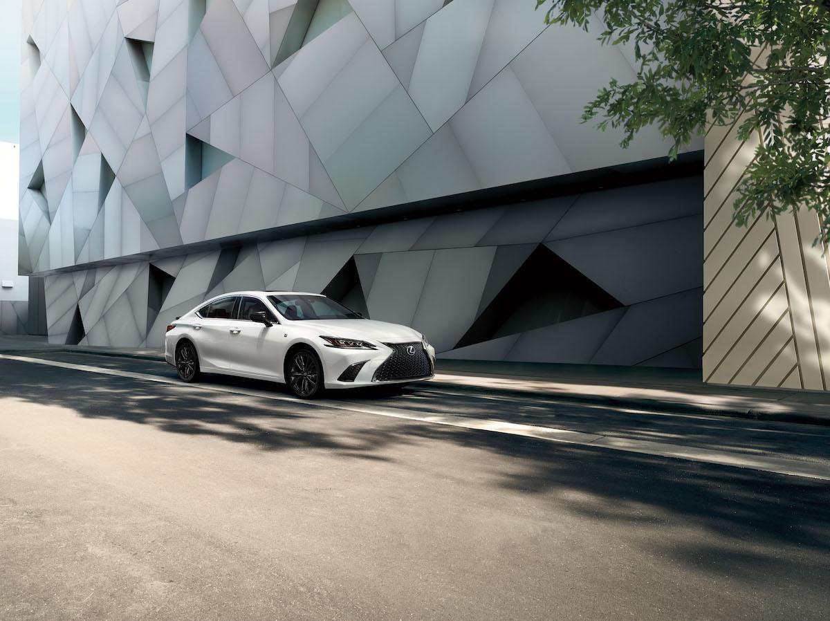 2021_Lexus_ES_Black_Line_SE_006.jpg