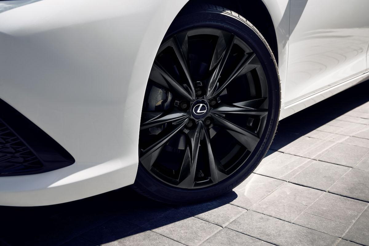 2021_Lexus_ES_Black_Line_SE_008.jpg