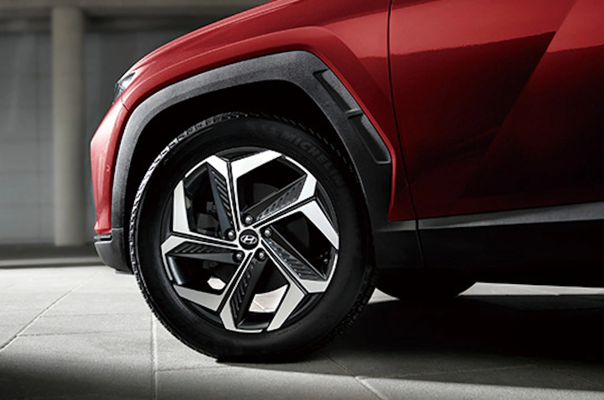 tucson_design_19inch_alloy_wheel_and_tire.png