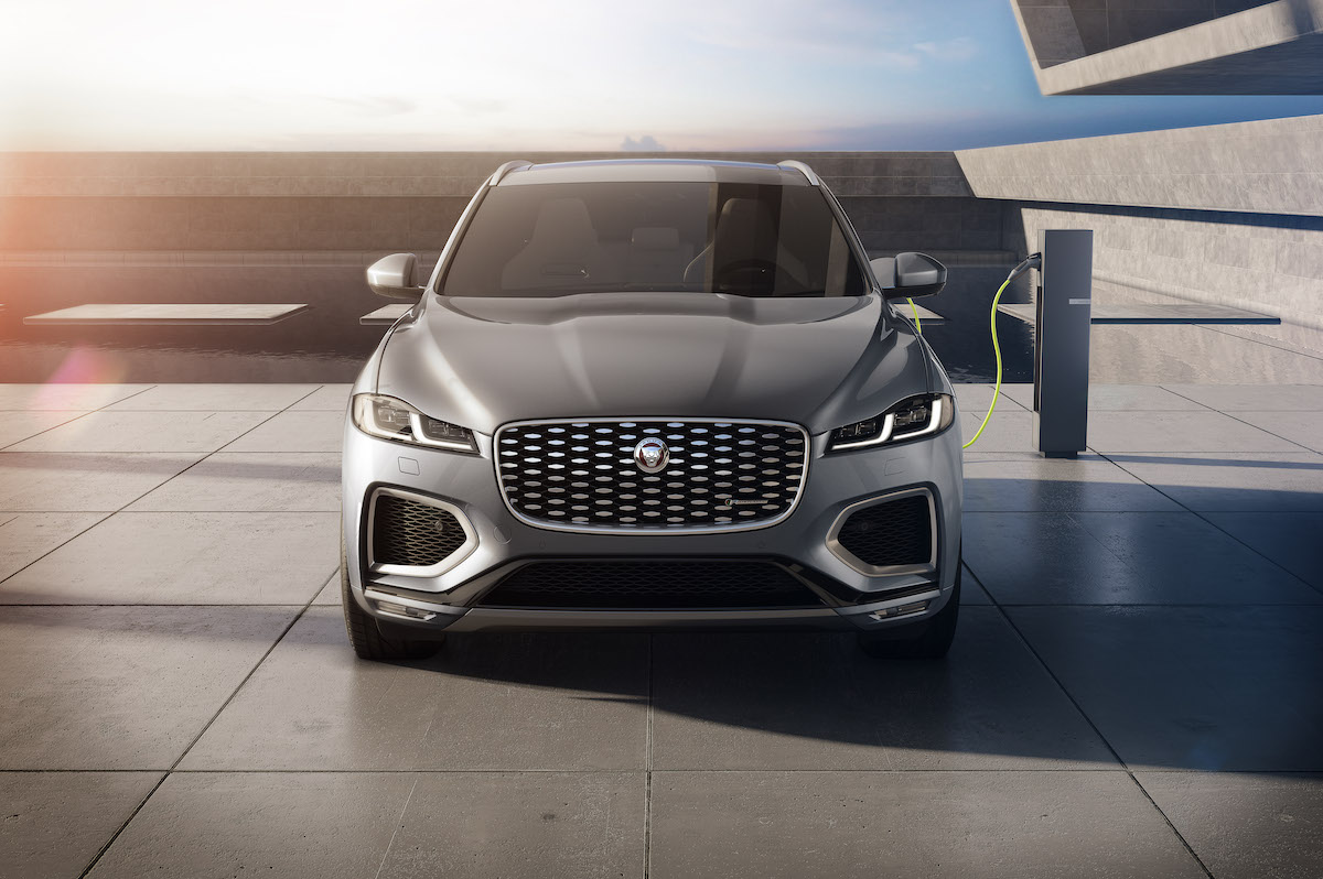 Jag_F-PACE_21MY_15_Studio_Exterior_Front_PHEV_150920.jpg
