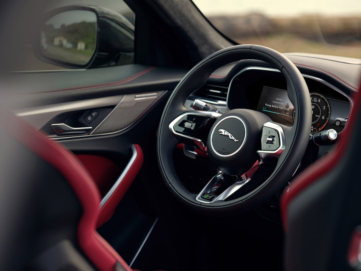 Jag_F-PACE_21MY_Location_Interior_Detail_150920_US_DSF2431.jpg