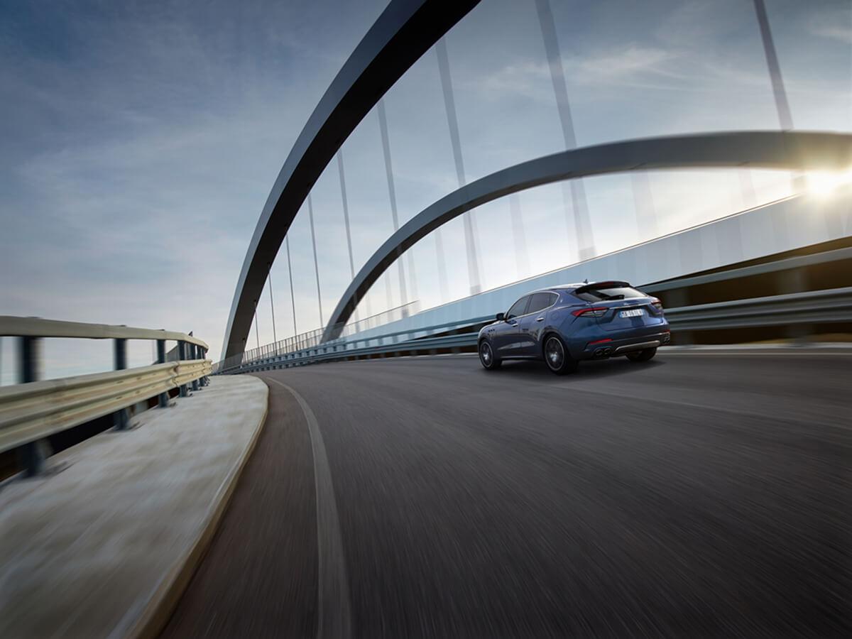17894-MaseratiLevanteHybrid.jpg