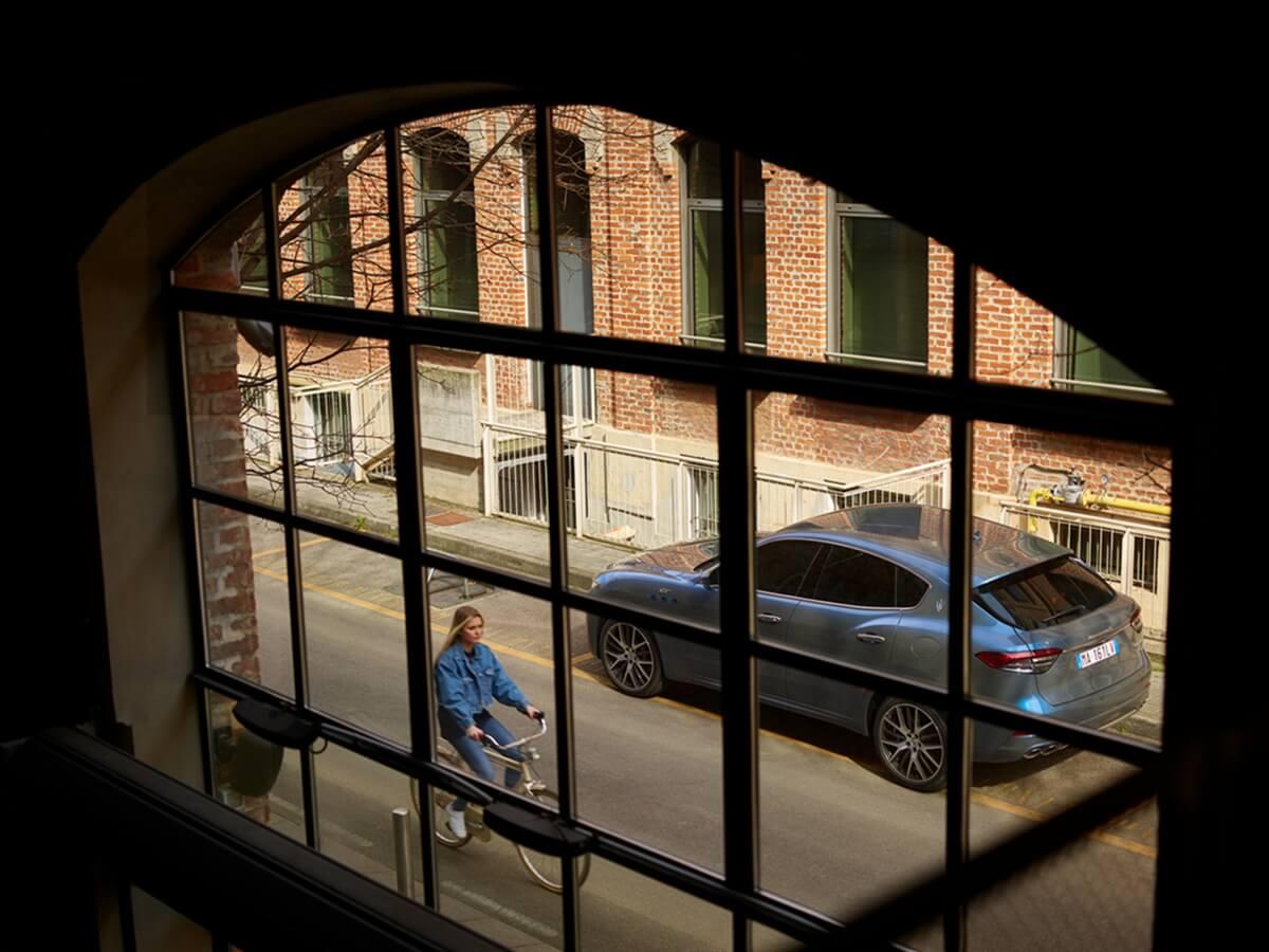 17903-MaseratiLevanteHybrid.jpg