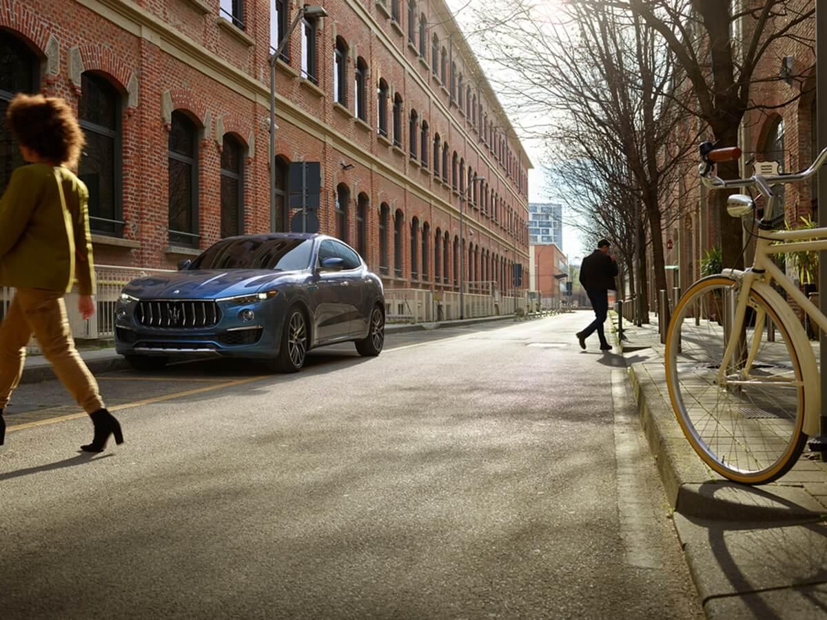 17904-MaseratiLevanteHybrid.jpg