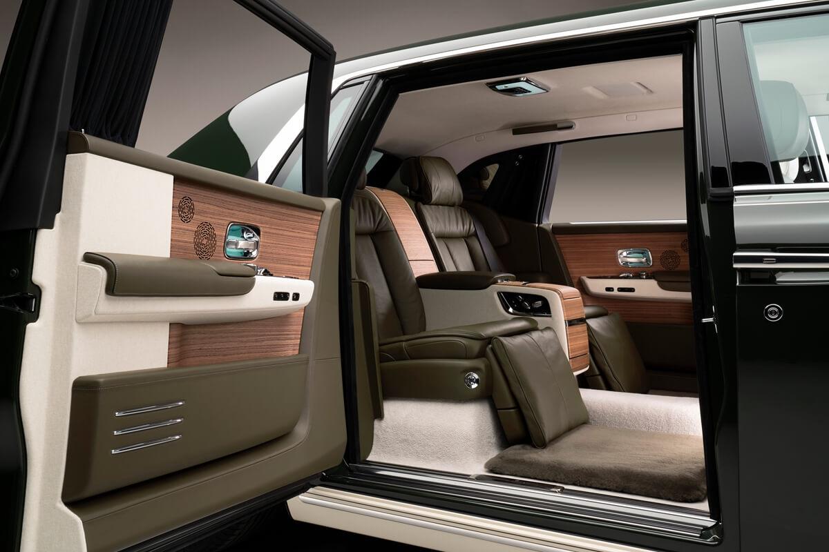 Rolls-RoycePhantomOribeincollaborationwithHerm_scoachdooropen.jpg