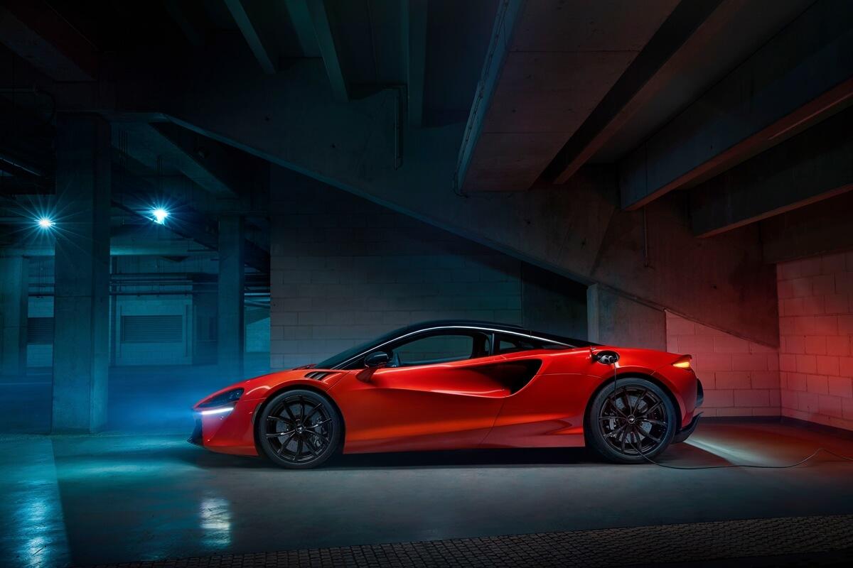 Large-12890-McLarenArtura.jpg