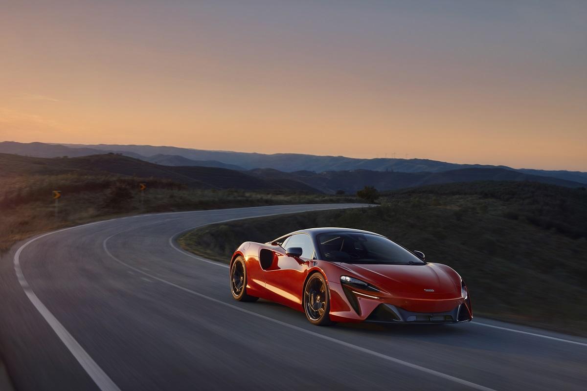 Large-12901-McLarenArtura.jpg