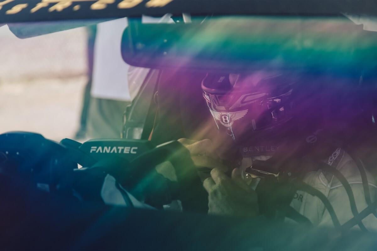 4.BentleyFanatecGT3SteeringWheel.jpg