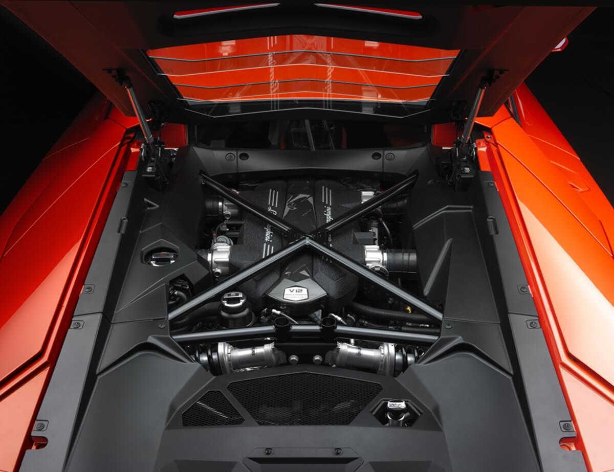 Engine-Aventador-LP700.jpg