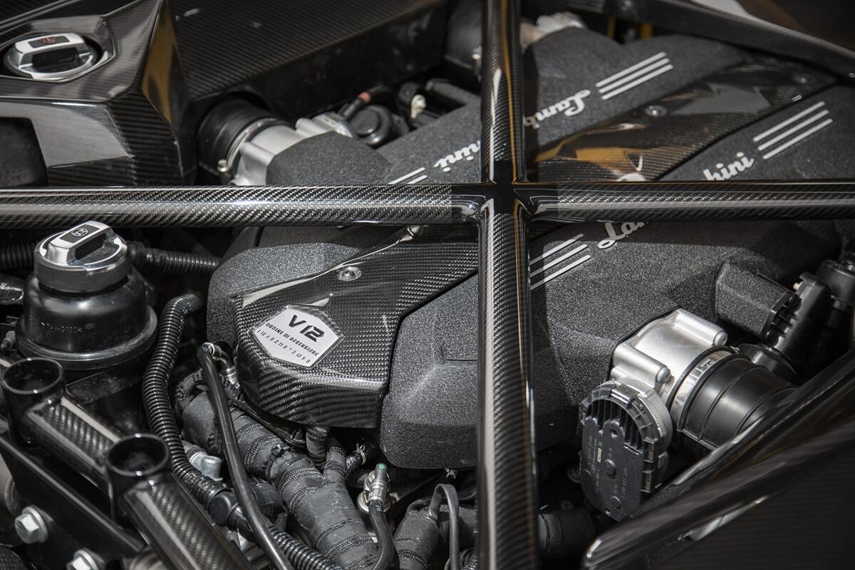 Engine-Aventador-S.jpg