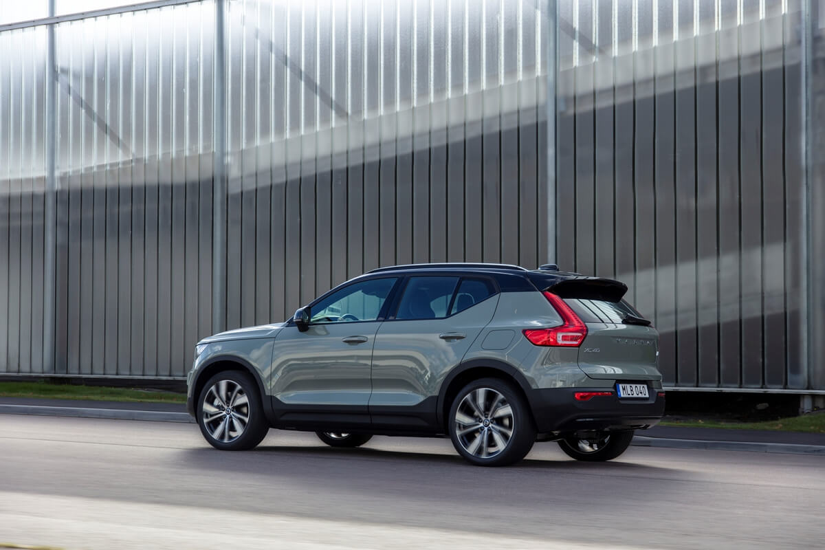 271708_Volvo_XC40_Recharge_P8_AWD_in_Sage_Green.jpg