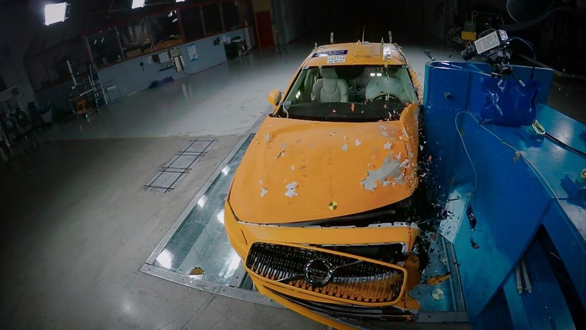 172075_Volvo_S90_Small_Overlap_Crash_Test.jpg