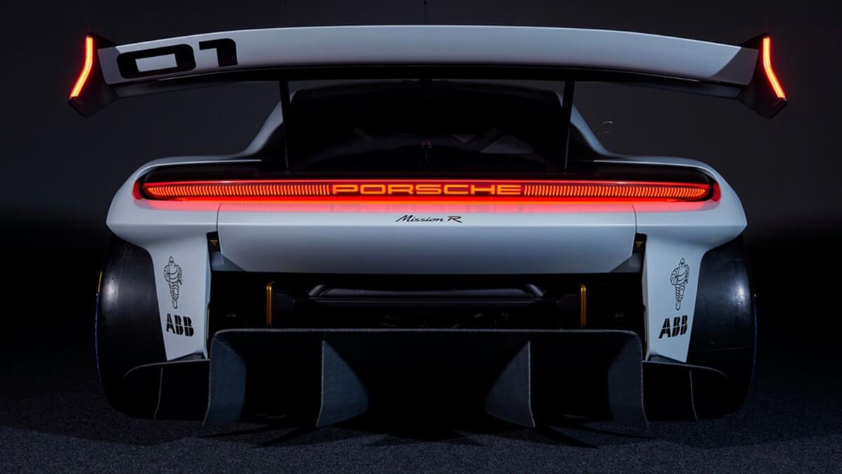 300821-Porsche23915_LDN.jpg