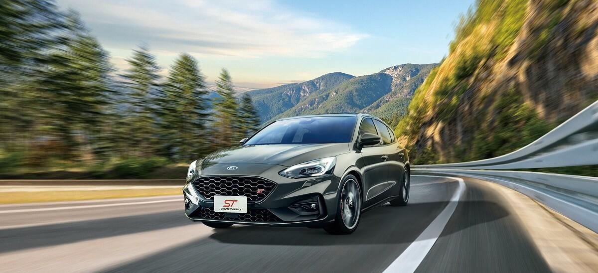 Ford-Focus-ST-6MT.jpg