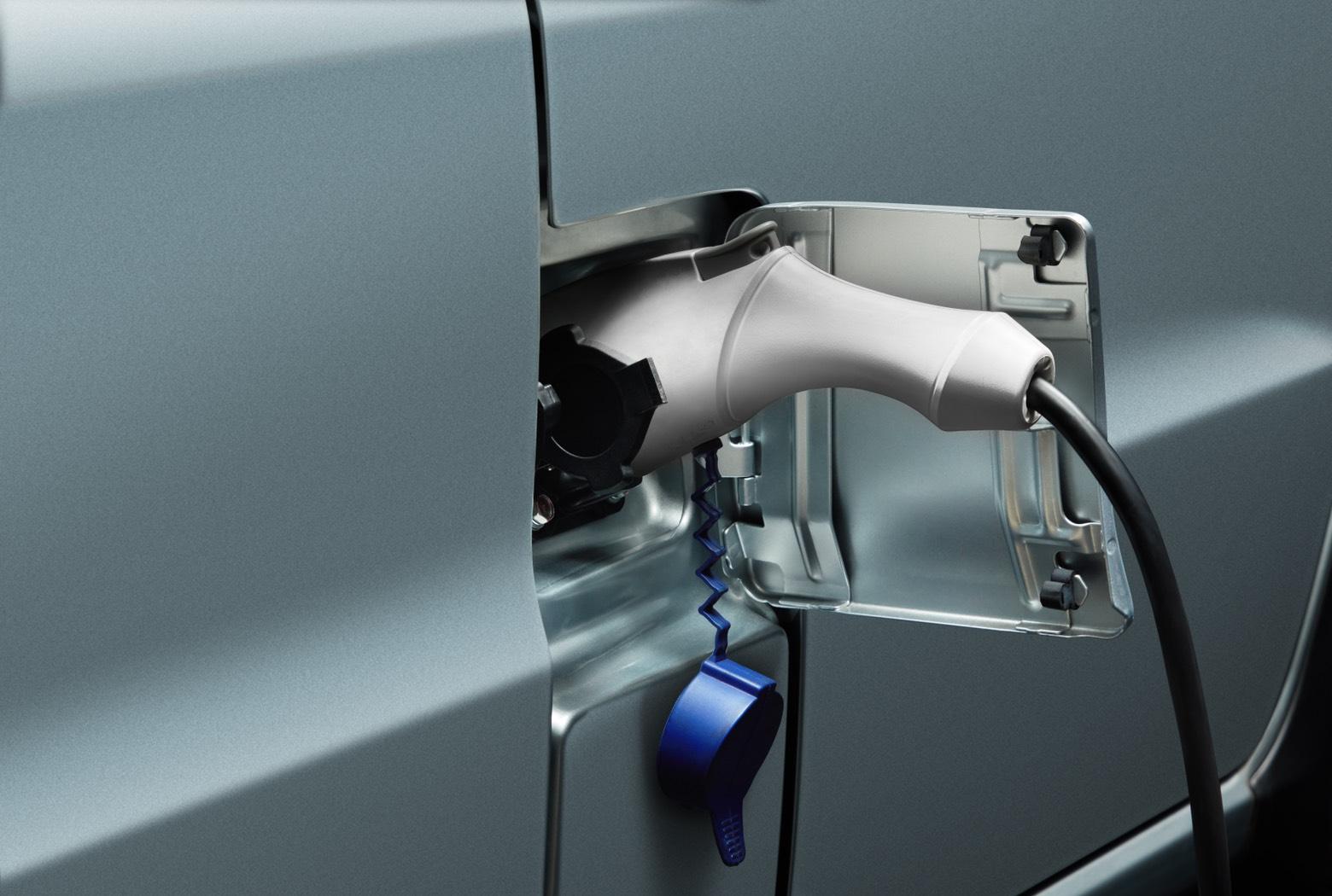 即日起購買e-VERYCA再加贈20米內基本免費安裝及隨車充電器,讓您充電好安心.jpg