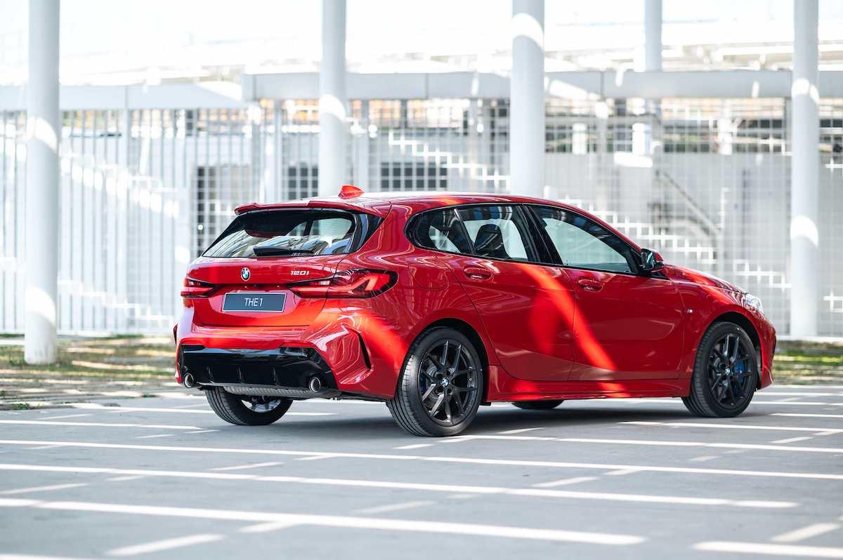 [新聞照片三] 全新BMW 120i Edition M使用黑色高光澤外觀套件,打造更具視覺張力的帥氣風格.jpg