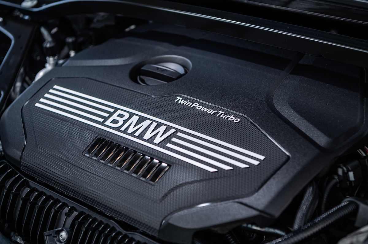[新聞照片九] 為滿足喜愛BMW新世代潮流車款的車迷朋友,BMW總代理汎德引進搭載2.0升BMW TwinPower Turbo直列4汽缸汽油引擎的全新BMW 120i Edition M及220i Edition M.jpg