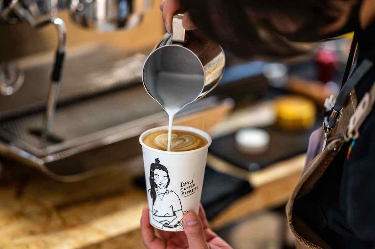 [新聞照片二] 凡完成指定任務即有機會獲得咖啡一杯及BMW限量精美好禮.jpg