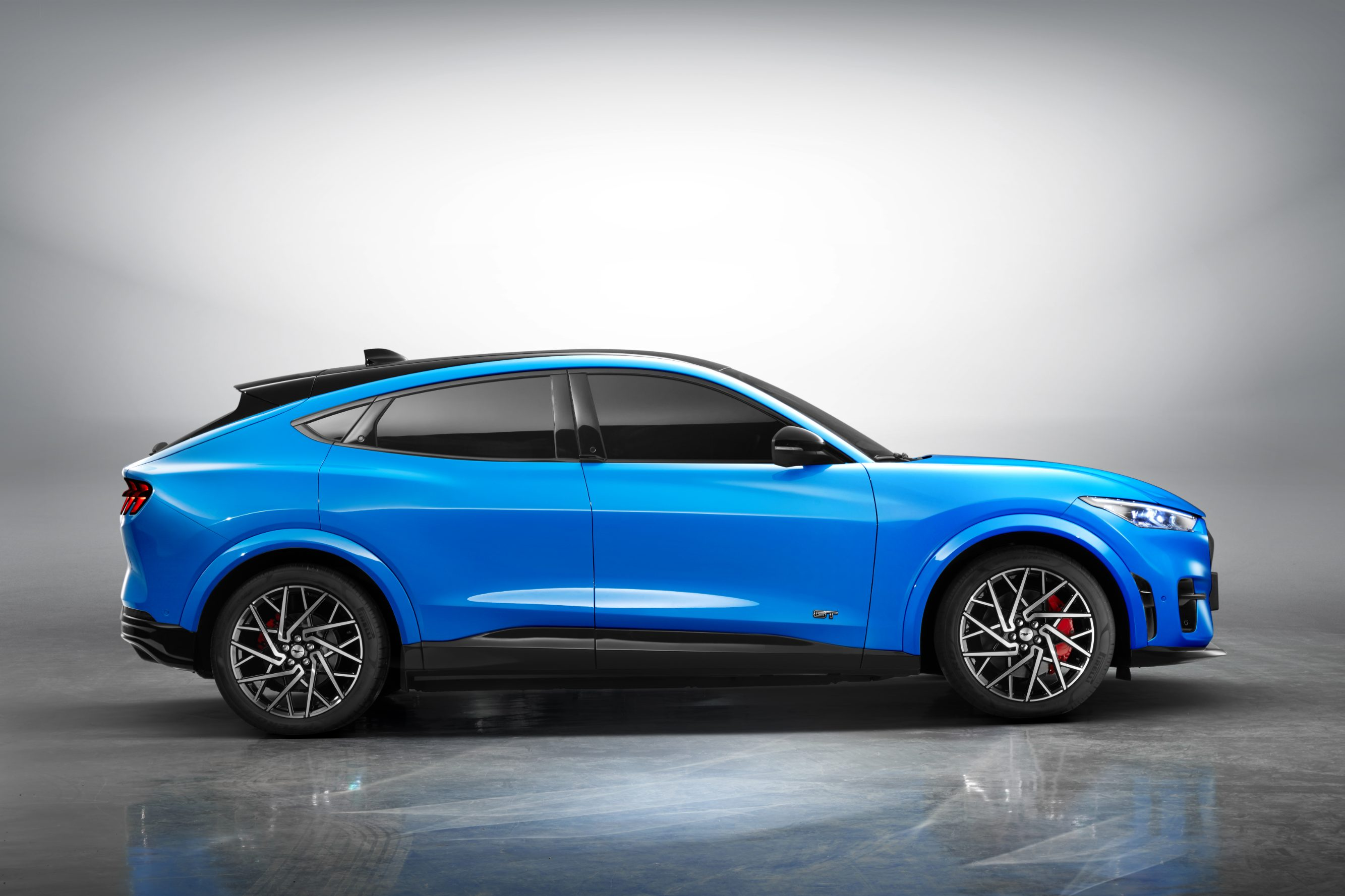 Ford_to_Manufacture_Mustang_Mach-E_in_China_for_Local_Customers_01.jpg