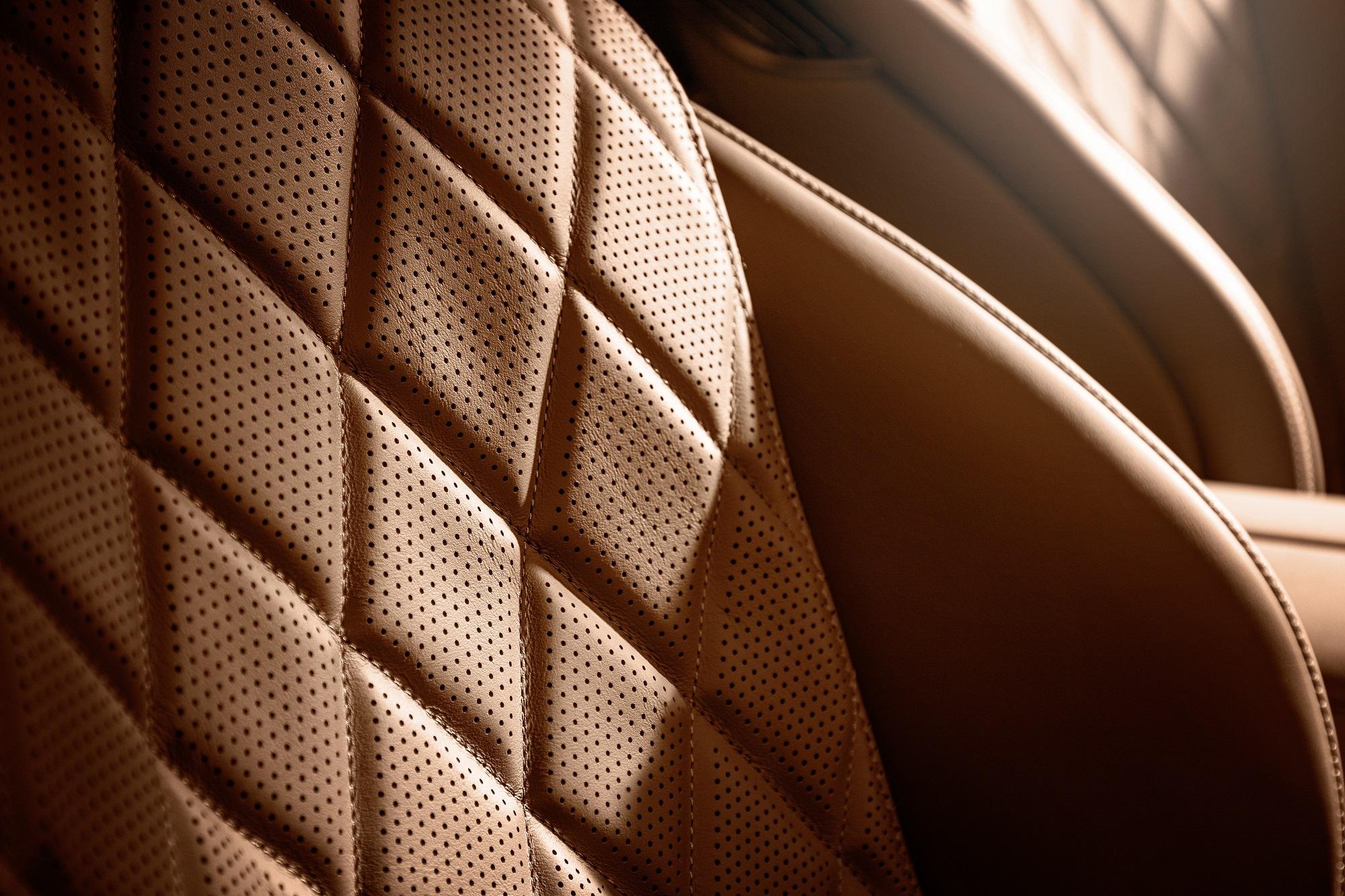 圖3_高達16000針的奈米穿孔打造出微呼吸的皮革座椅.jpg