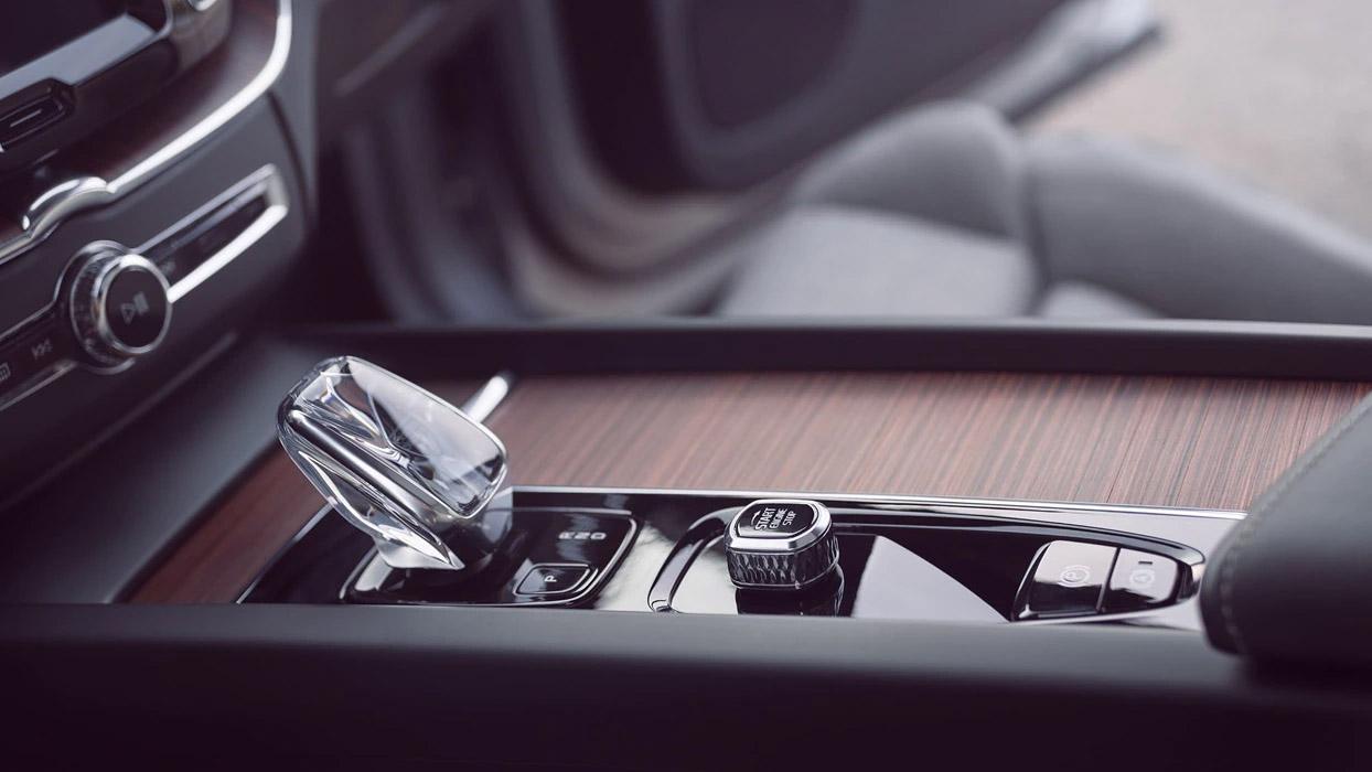 2021-Volvo-XC60-facelift-10.jpeg