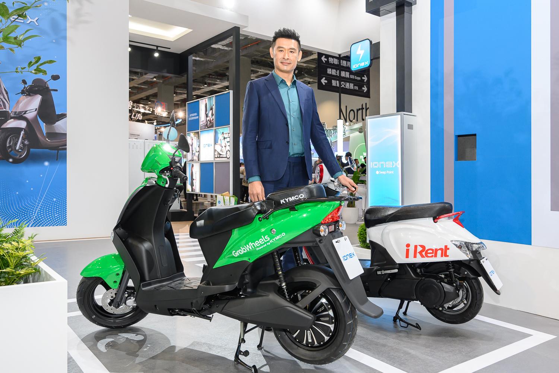 2. 本屆智慧城市展中,KYMCO首度與全球共享巨擘Grab以及台灣知名共享業者iRent的連袂展出,透過Ionex平台,完整體現智慧城市的美好生活。.jpg