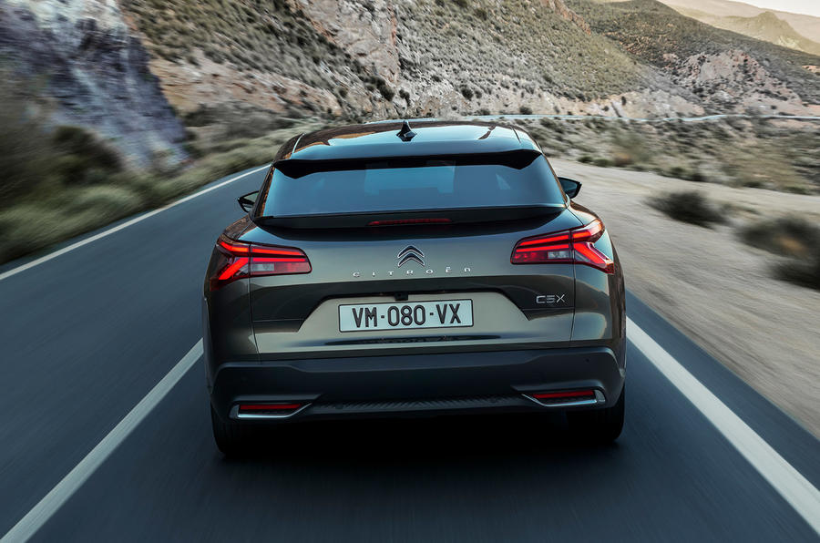 96-citroen-c5x-official-reveal-images-tracking-rear-end.jpeg