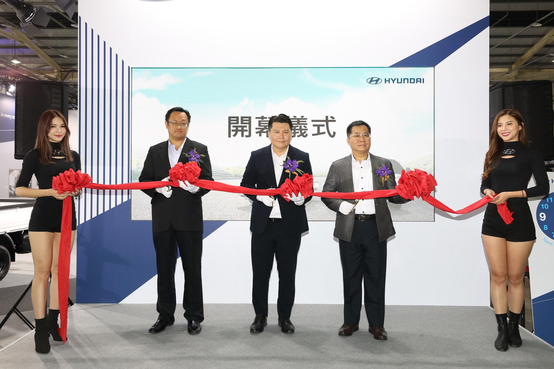 南陽實業詹醒昇副總(中)表示:HYUNDAI現代商車布局新經銷體系 導入全新重車.jpg
