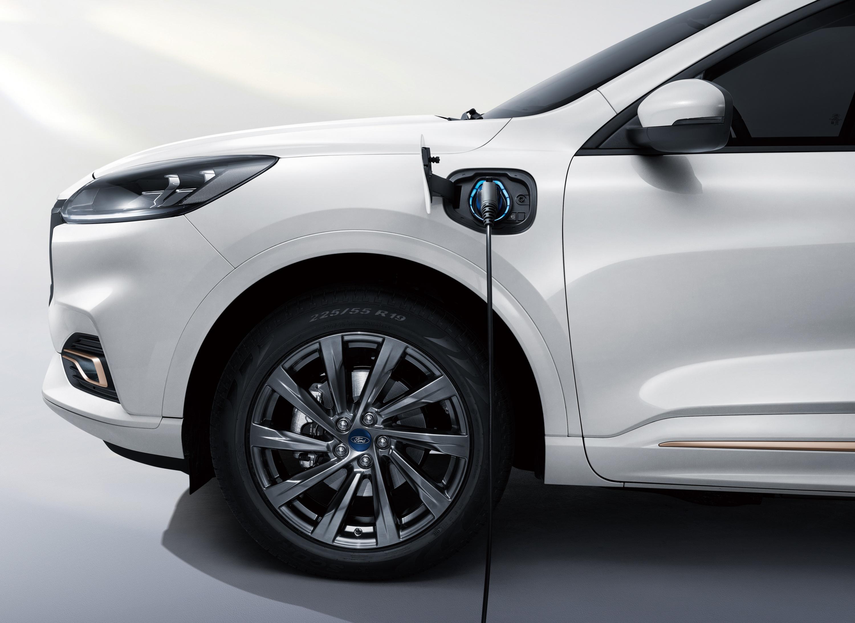 Ford-Escape-PHEV-SUV.jpg
