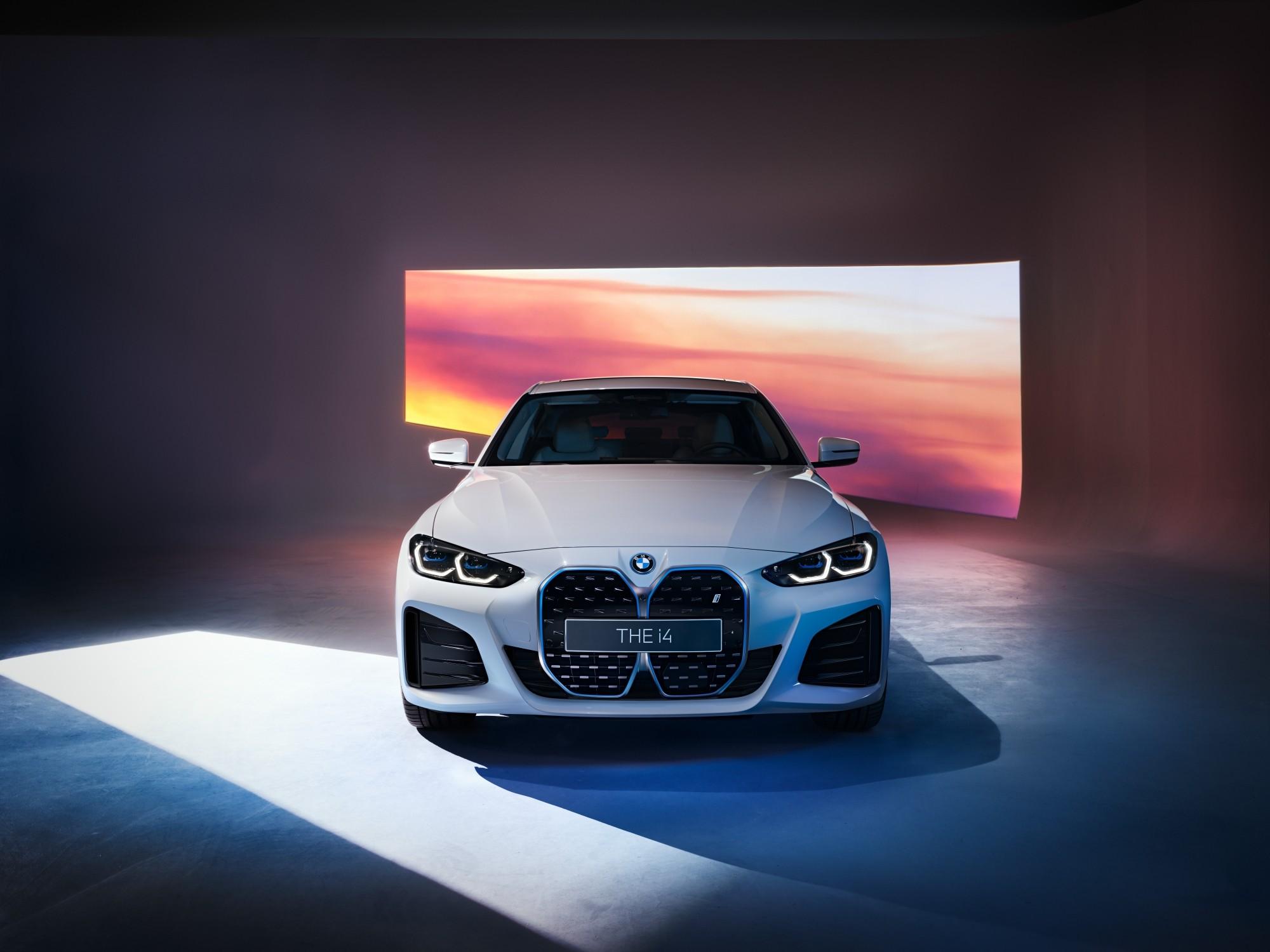 BMW iX4.jpg
