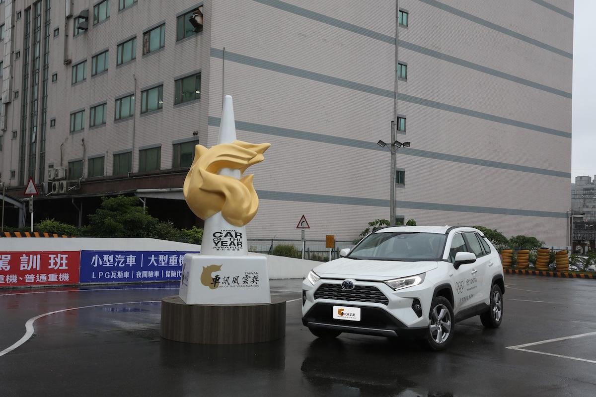 10 2021最佳進口中型SUV Toyota RAV4.JPG