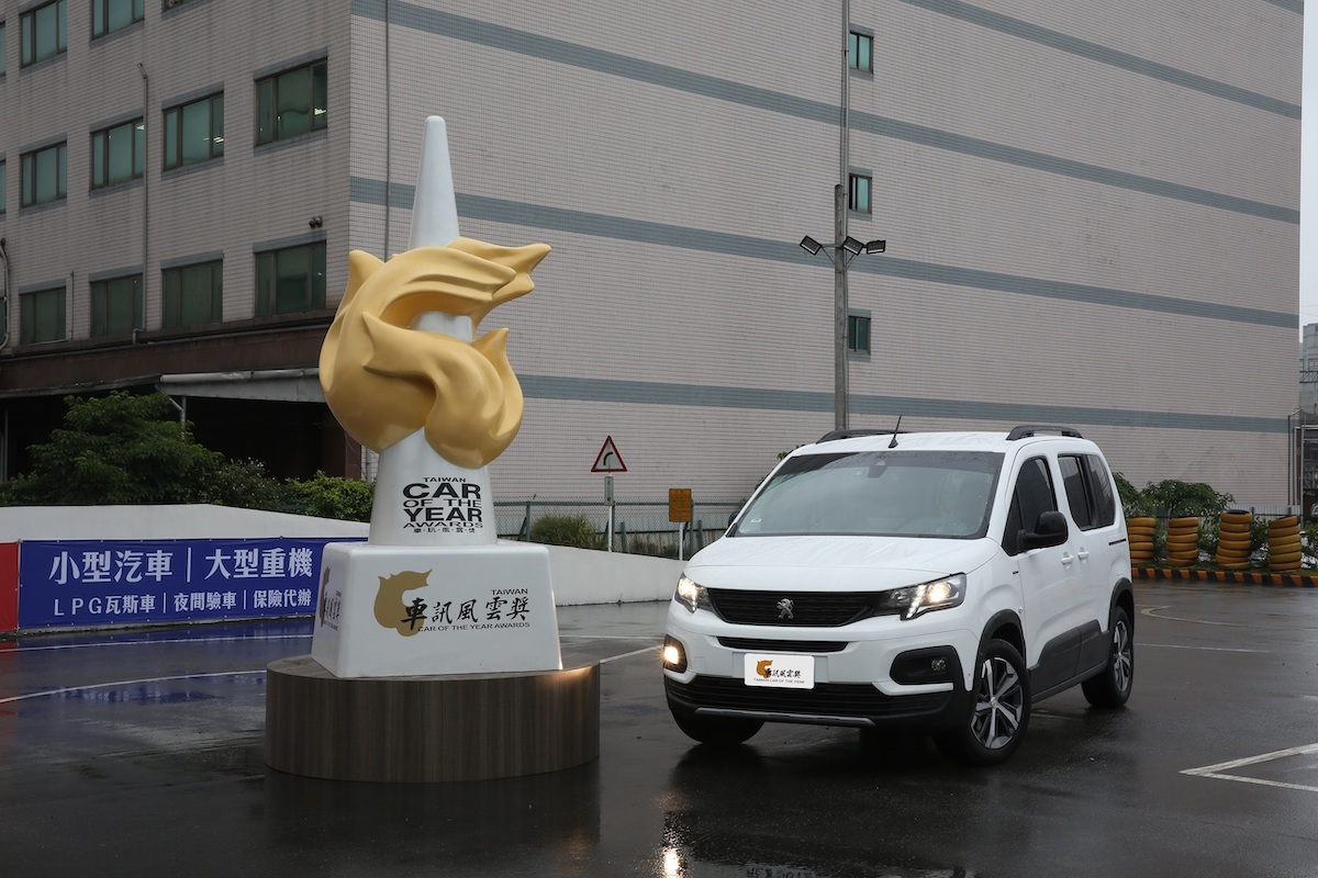 12 2021最佳進口小型MPV Peugeot Rifter.JPG