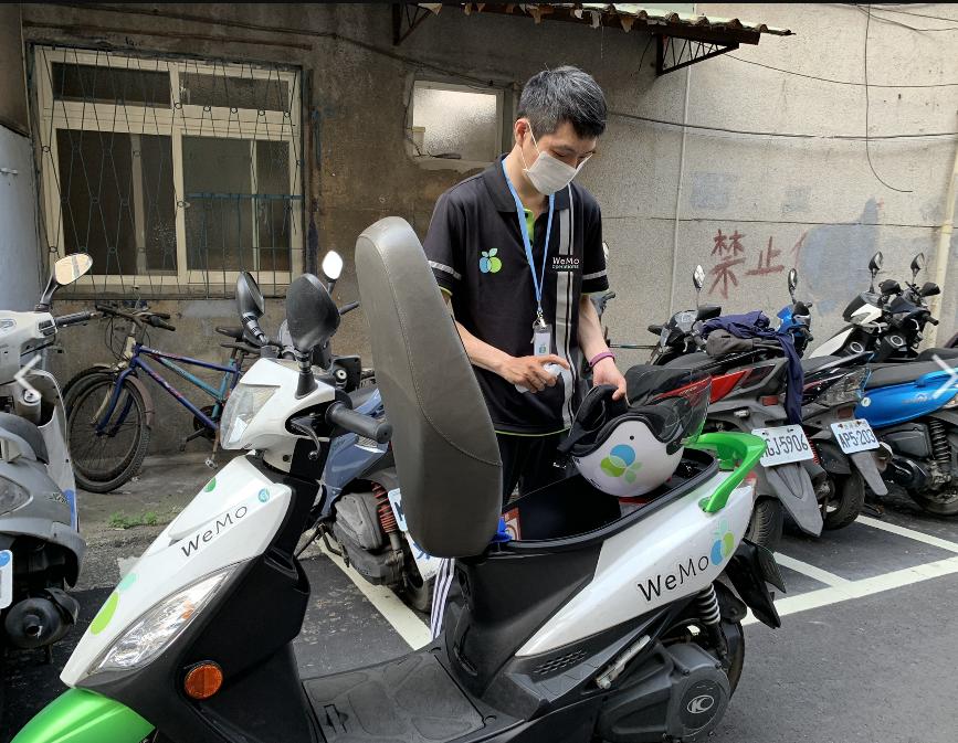 新聞照2_針對高頻率使用車輛,WeMo Scooter 滾動式增加消毒次數,確保消費者安心騎乘。.png