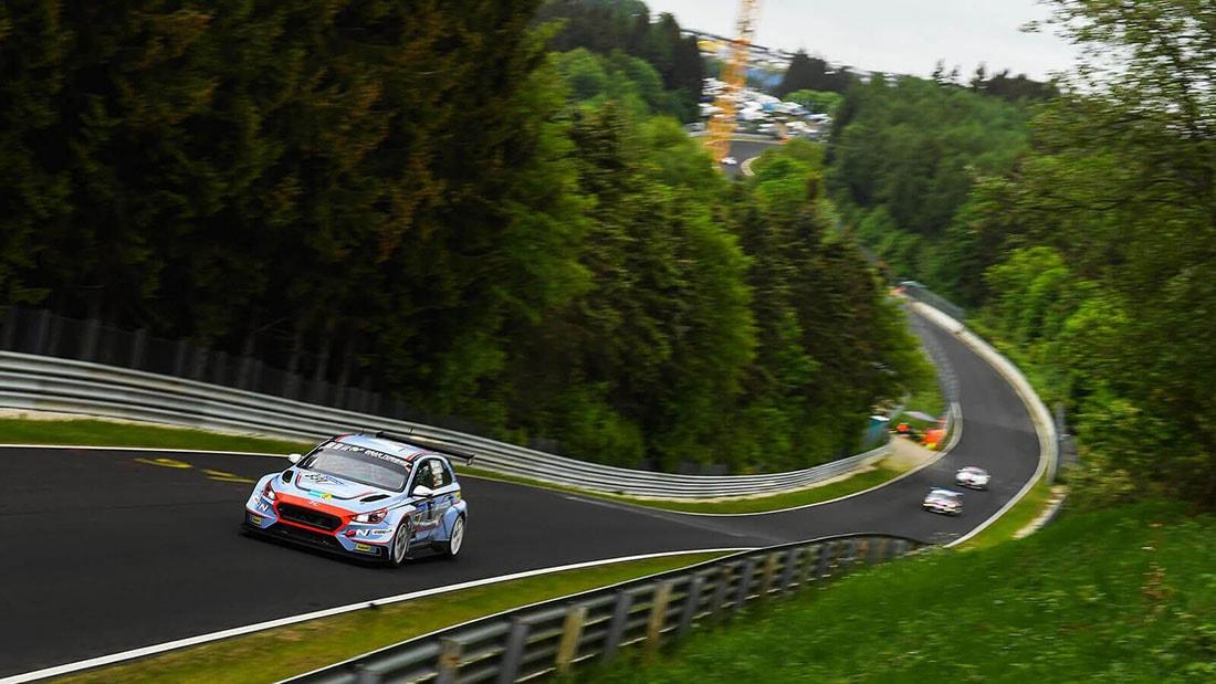 gallery-Motorsport-24h-09-pc.jpeg