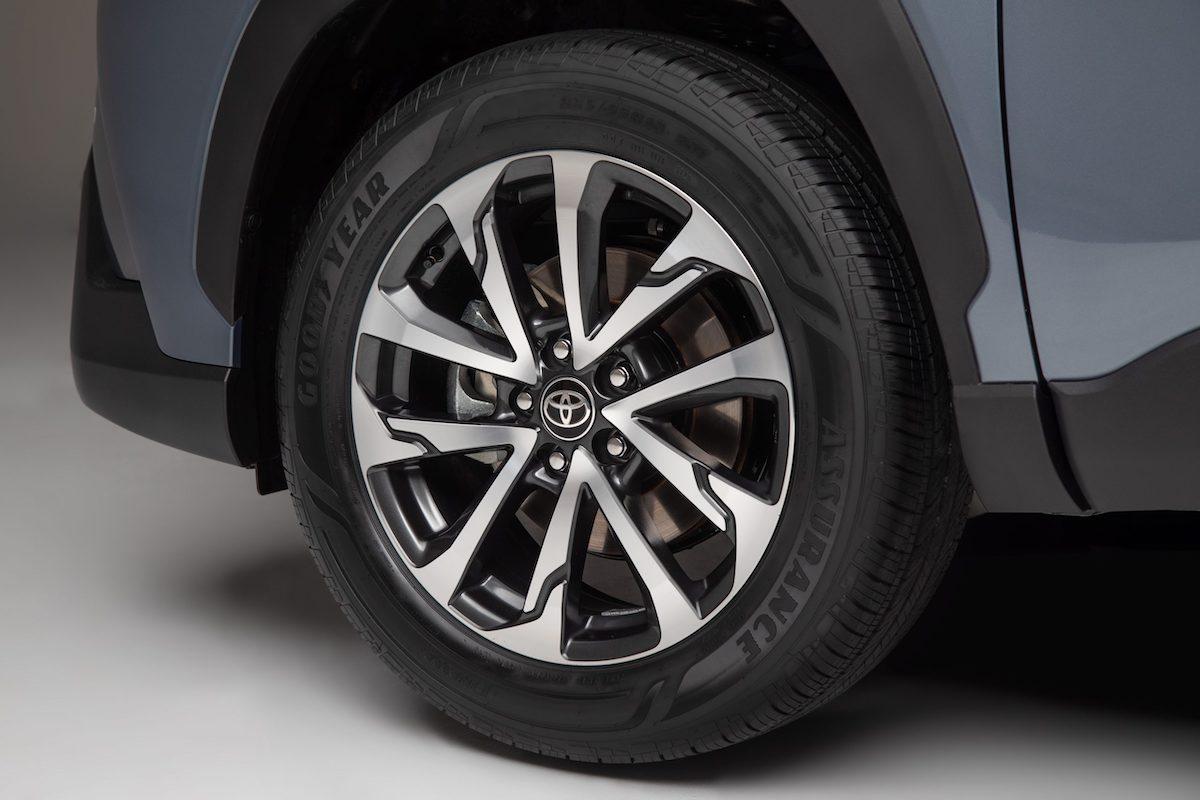 2022_Toyota_Corolla_Cross_Celestite_014-scaled.jpg