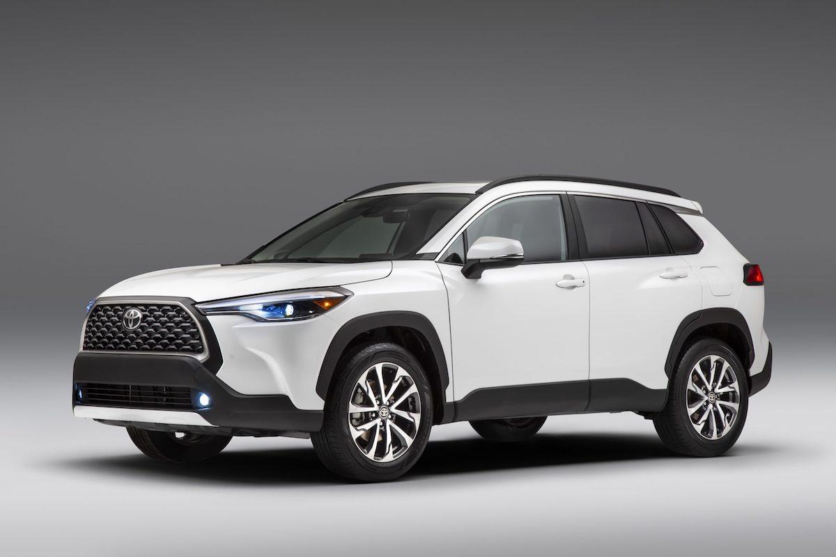2022_Toyota_Corolla_Cross_WindChillPearl_001-scaled.jpg