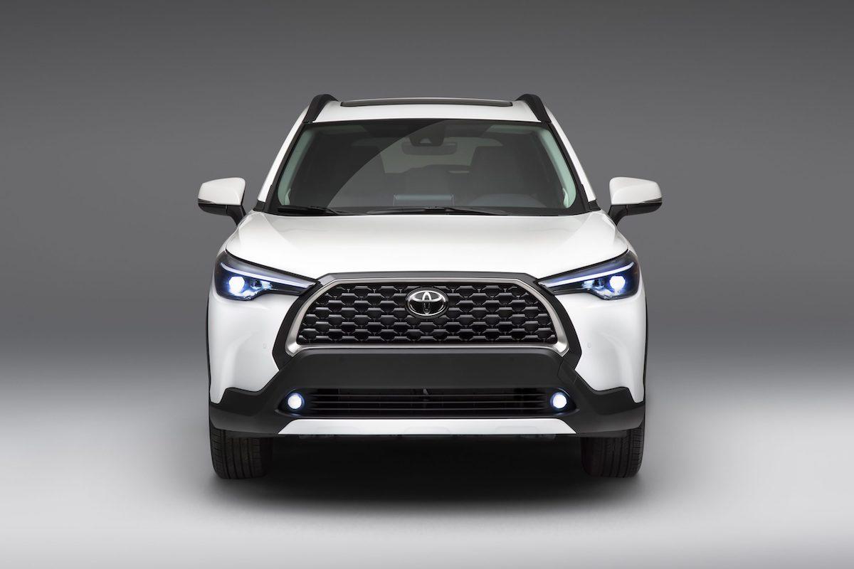 2022_Toyota_Corolla_Cross_WindChillPearl_002-scaled.jpg