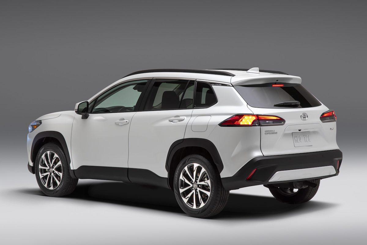 2022_Toyota_Corolla_Cross_WindChillPearl_004-scaled.jpg