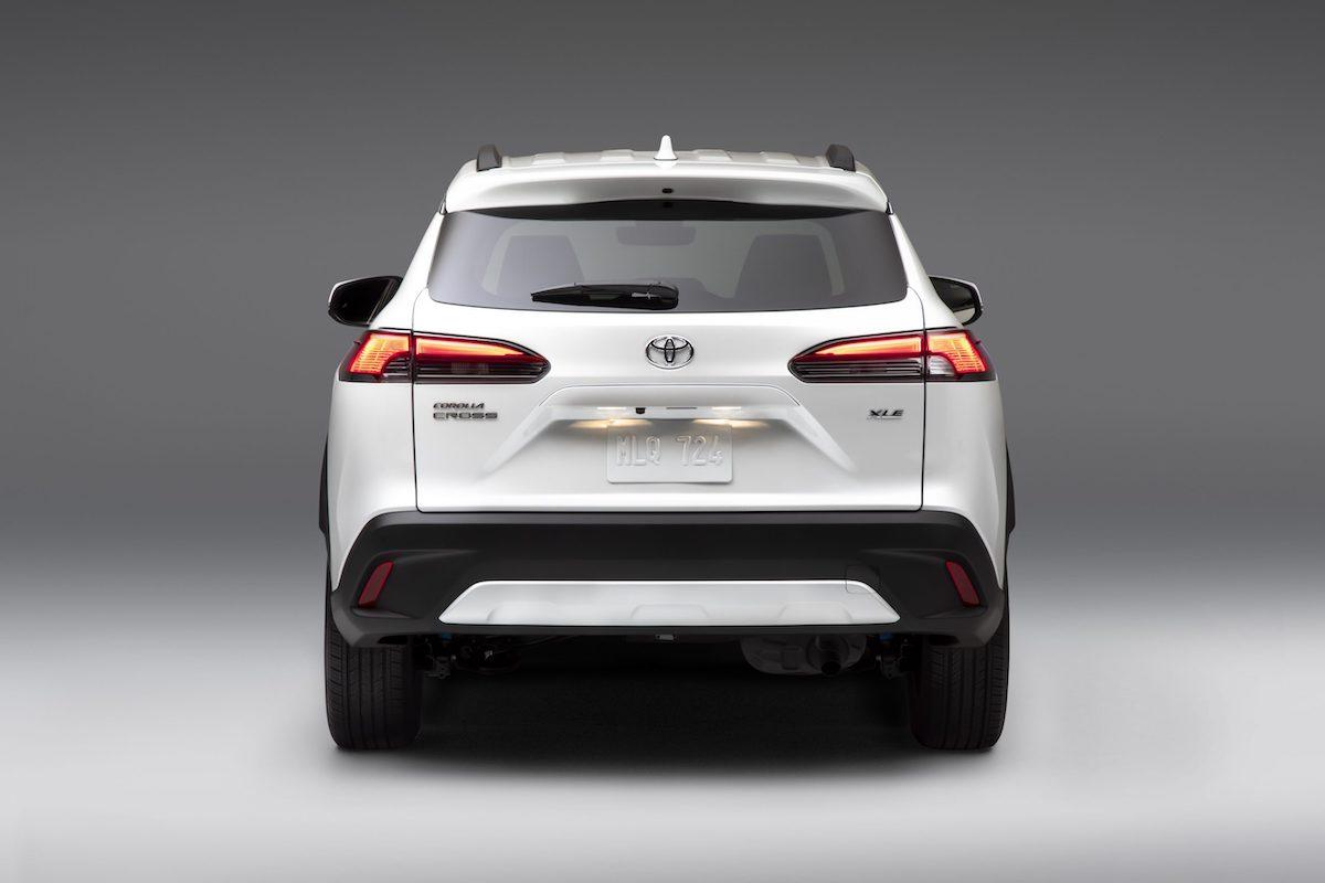 2022_Toyota_Corolla_Cross_WindChillPearl_005-scaled.jpg