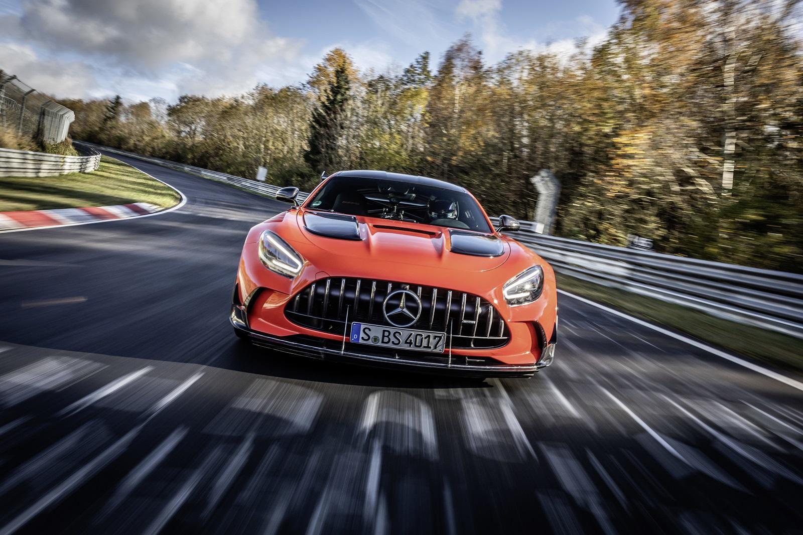 圖1透過Mercedes-Benz 的INSIDE AMG 線上系列影集深入AMG性能猛獸靈魂.jpg