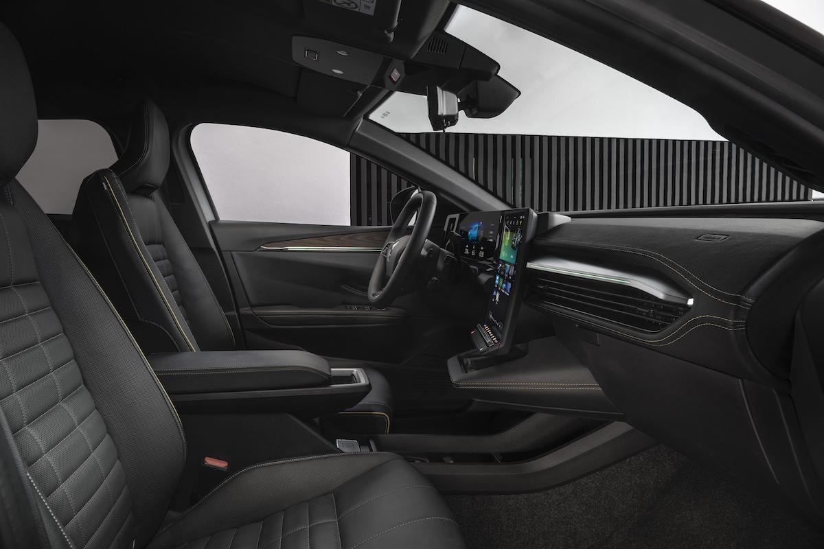 25-2021 - New Renault Mégane E-TECH Electric - Urban.jpeg