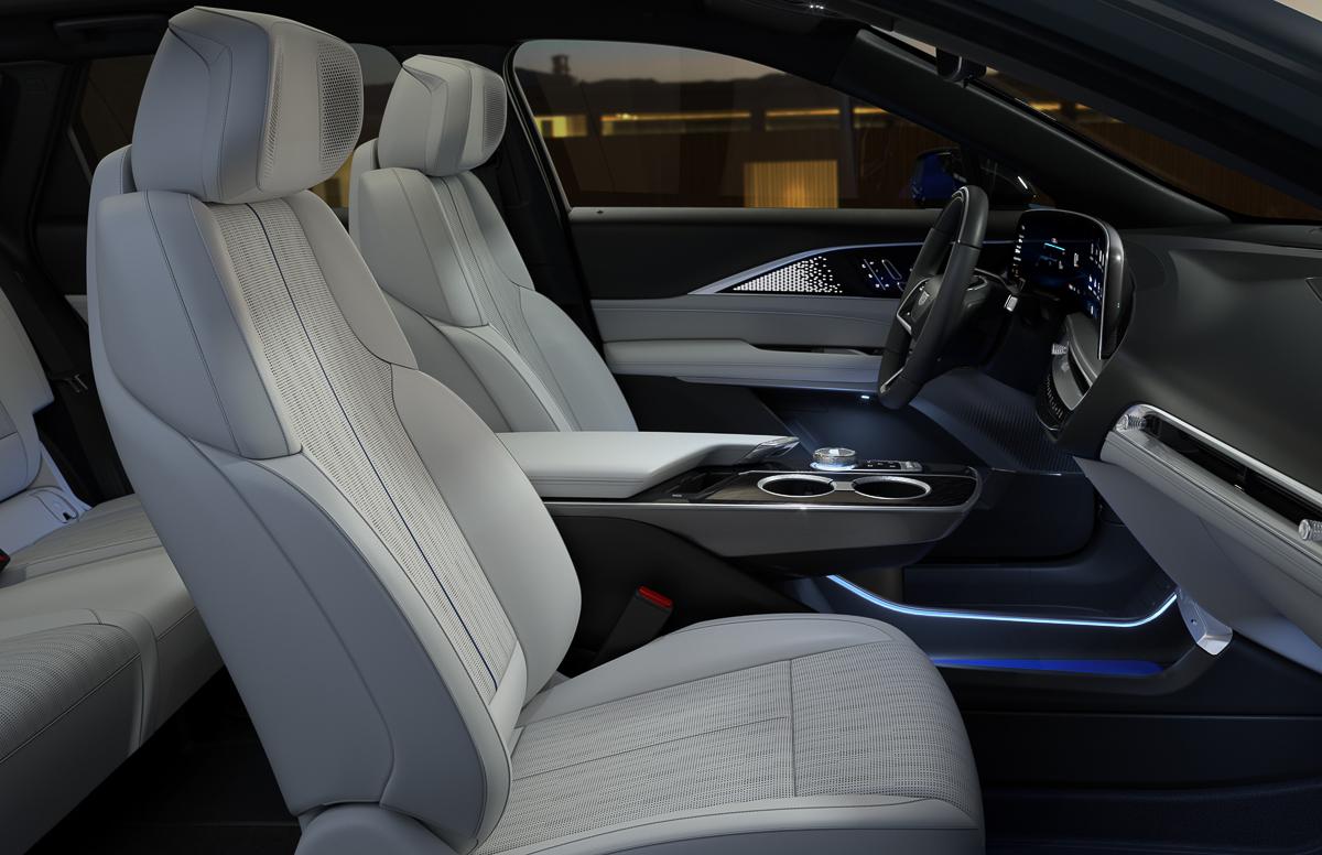 2023-Cadillac-LYRIQ-020.jpg