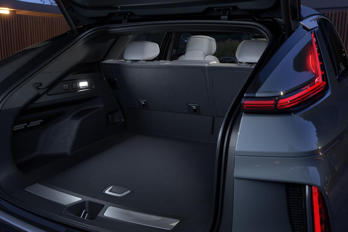 2023-Cadillac-LYRIQ-023.jpg